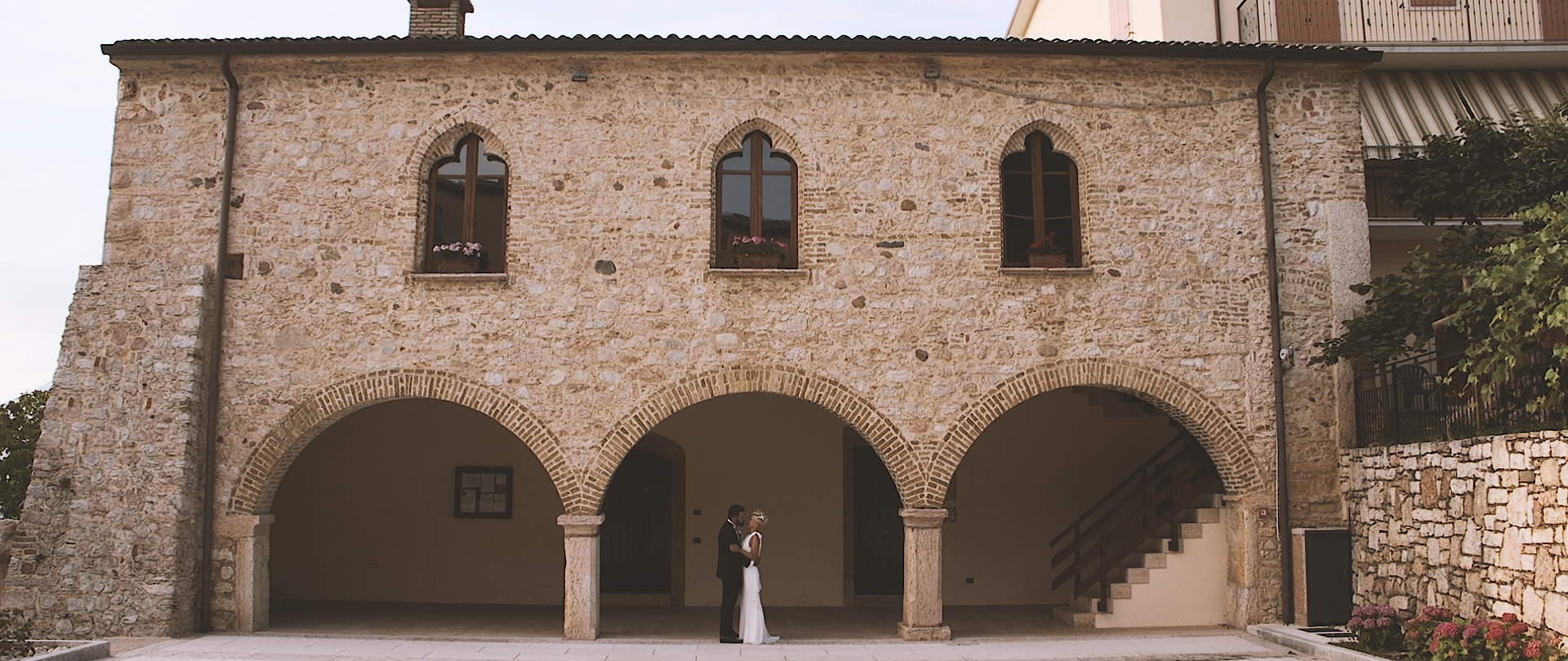 Video maker matrimonio Lago di Garda Casa degli Spiriti Andrea e Sabine If you are planning to celebrate your destination wedding in Tuscany, These are some amazing locations