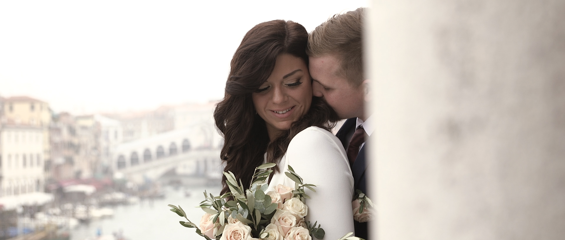 Ashleigh & Tyler elopement in Ca Sagredo Venice wedding highlights Ashleigh & Tyler elopement a Venezia Ca Sagredo video matrimonio Destination wedding videographer Venice Florence Tuscany Amalfi Apulia Como Garda